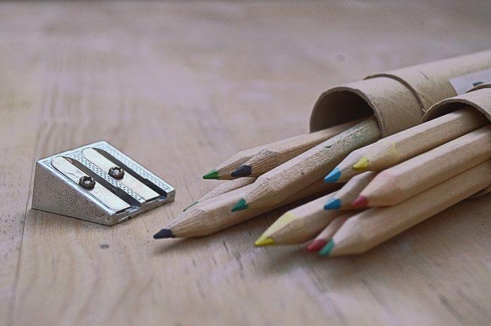 https://pixabay.com/es/photos/l%C3%A1pices-de-colores-sacapuntas-madera-2562077/
